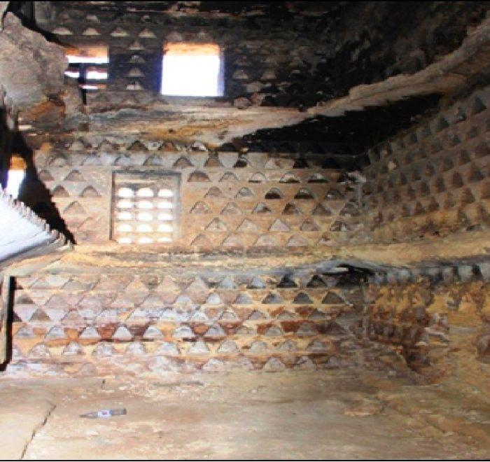 Mu'llaqat al-Dayr from inside