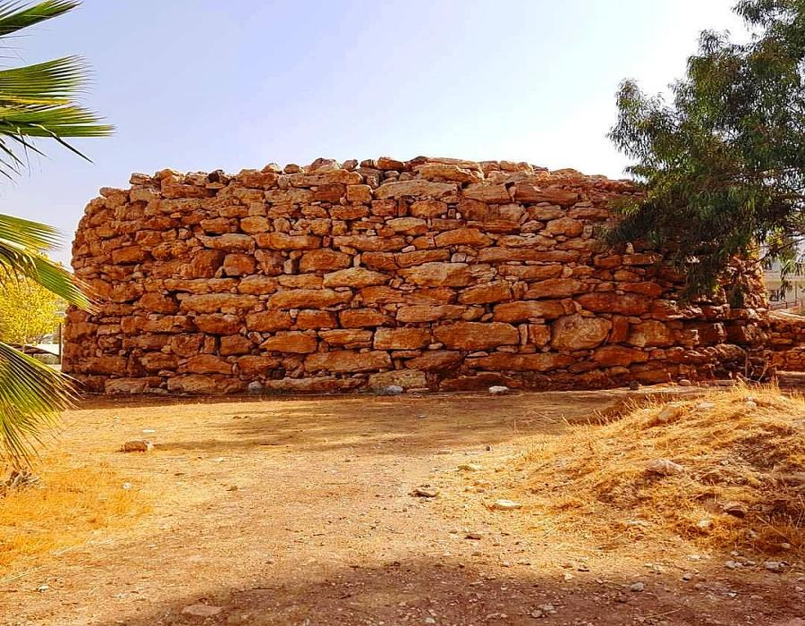 Wall of Rujm AlMalfouf - view