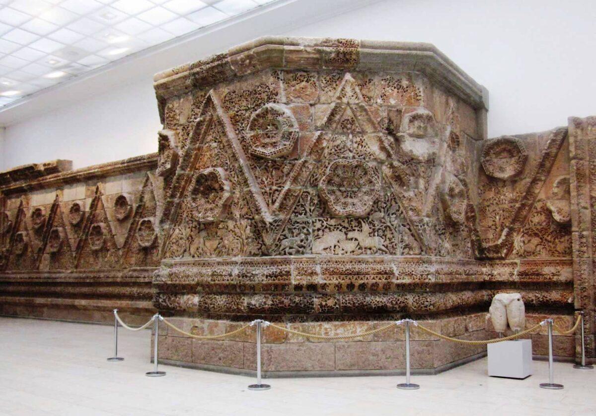 QASR AL-MSHATTA - frieze on the outer wall- Pergamon Museum in Berlin