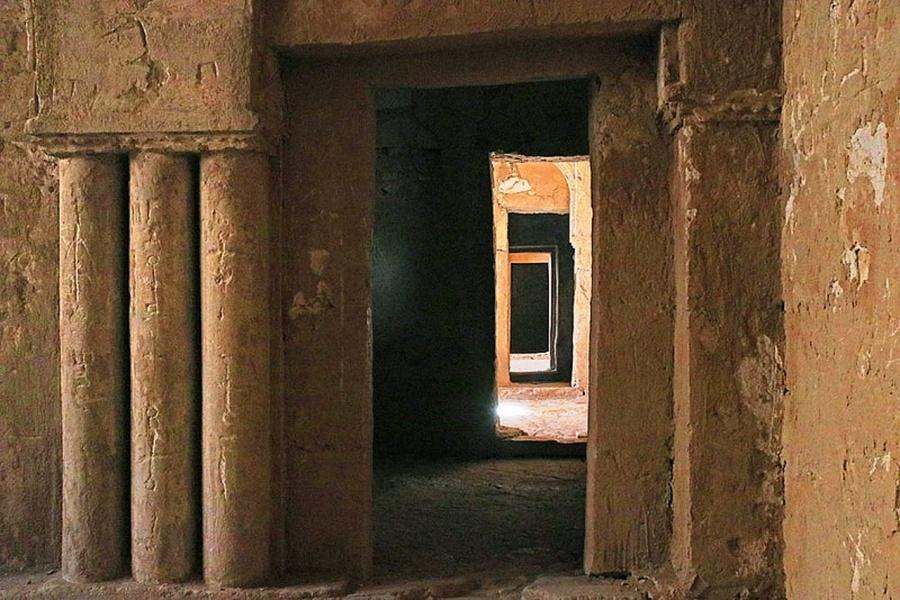 Qasr Al-Kharanah - doorways