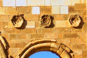 Qasr Al-Mshatta: Detail of the carved rosettes