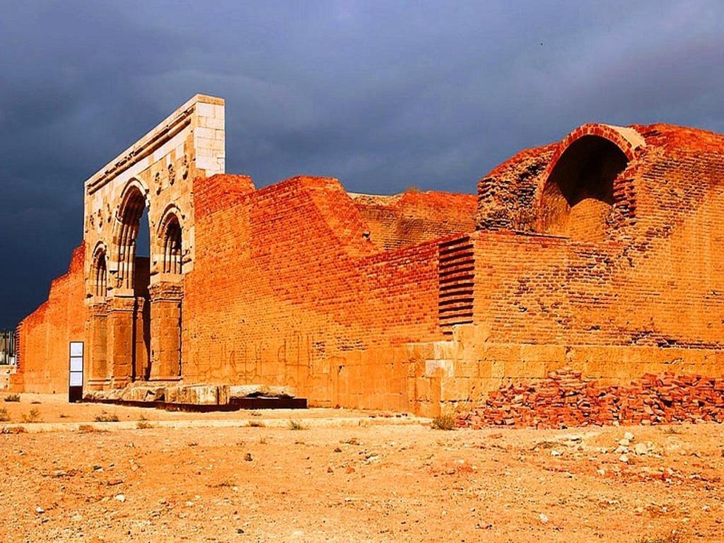 Qasr Al-Mushatta - structure