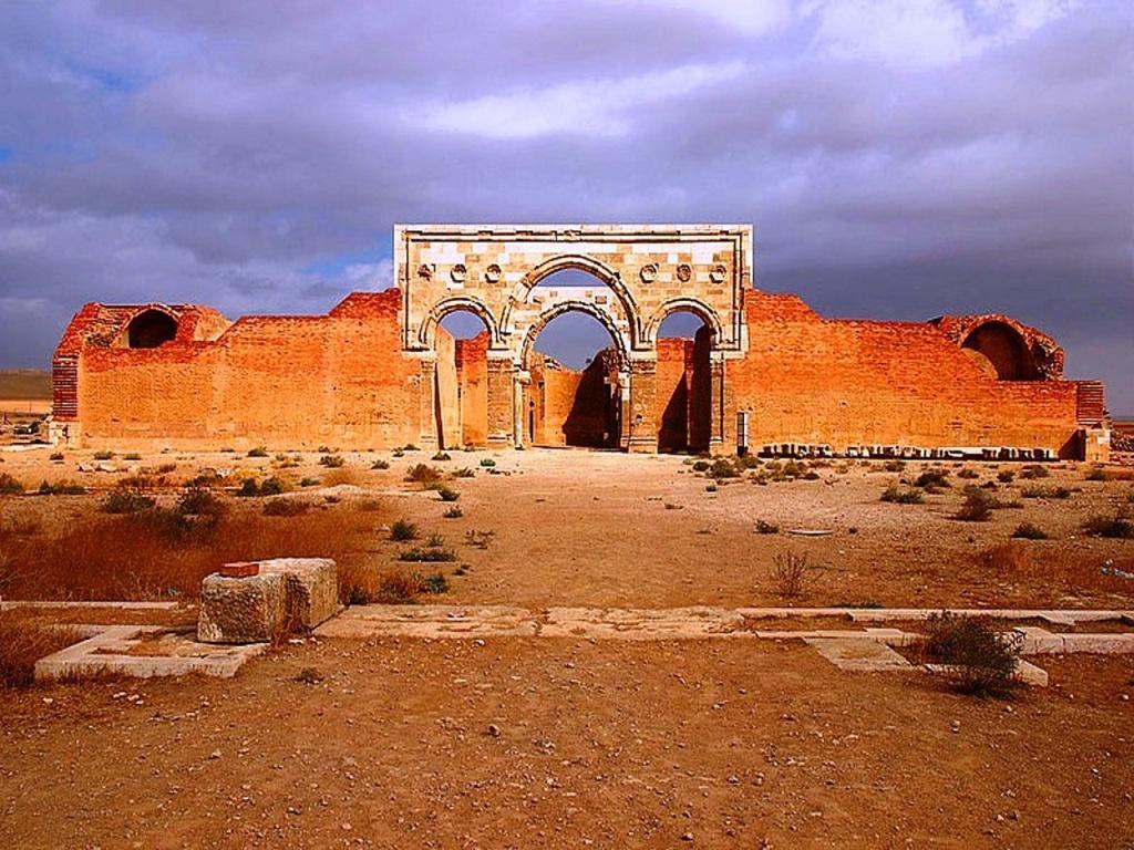 Qasr Al-Mushatta - front